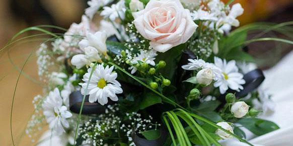 Аранжименти, букети, кошници, венци и други от свежи цветя